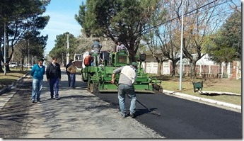 El jefe comunal de La Costa recorrió la avenida 58 de Mar del Tuyú, donde se realizan tareas de pavimentación
