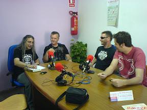 Momento de la entrevista a Albertencia en Radio San Miguel