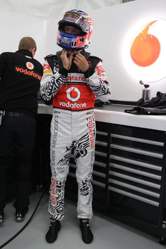 Дженсон Баттон в специальном комбинезоне Hugo Boss на Гран-при Бельгии 2011