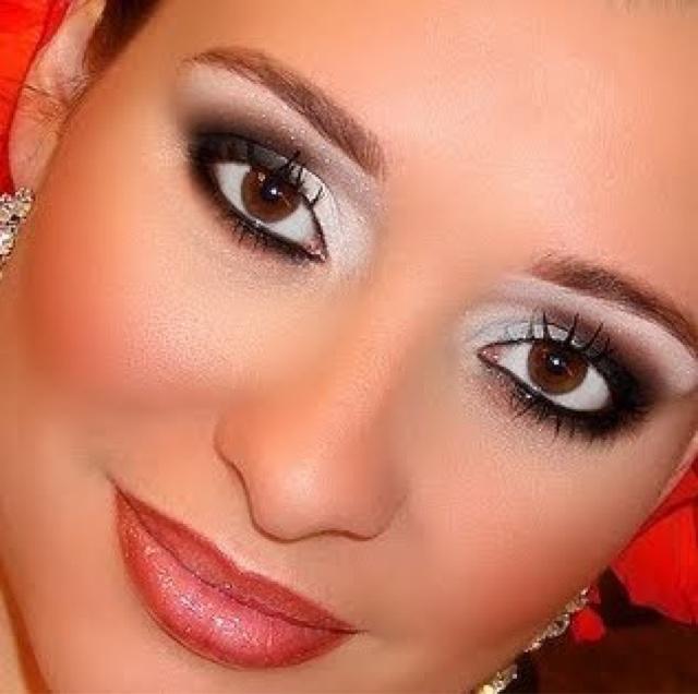 Top Maquiagem que combina com vestido preto e vermelho – Moda Española  DS09