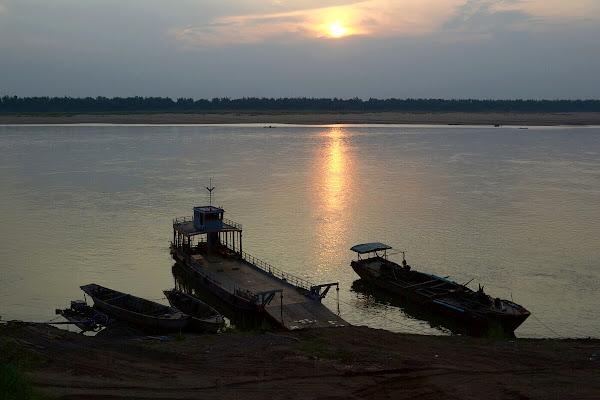кратье город камбоджа река меконг