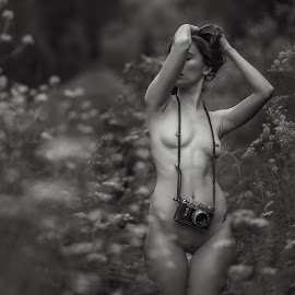 photo by Dmitry Laudin - Nudes & Boudoir Artistic Nude ( body, nude, figure, girl, nature, grass, camera, summer, flowers )