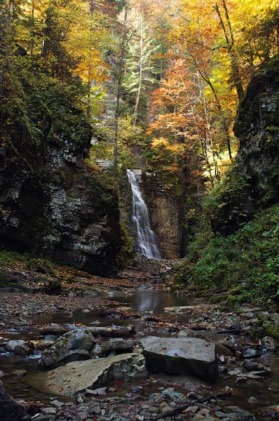 Манявский водопад осень карпаты