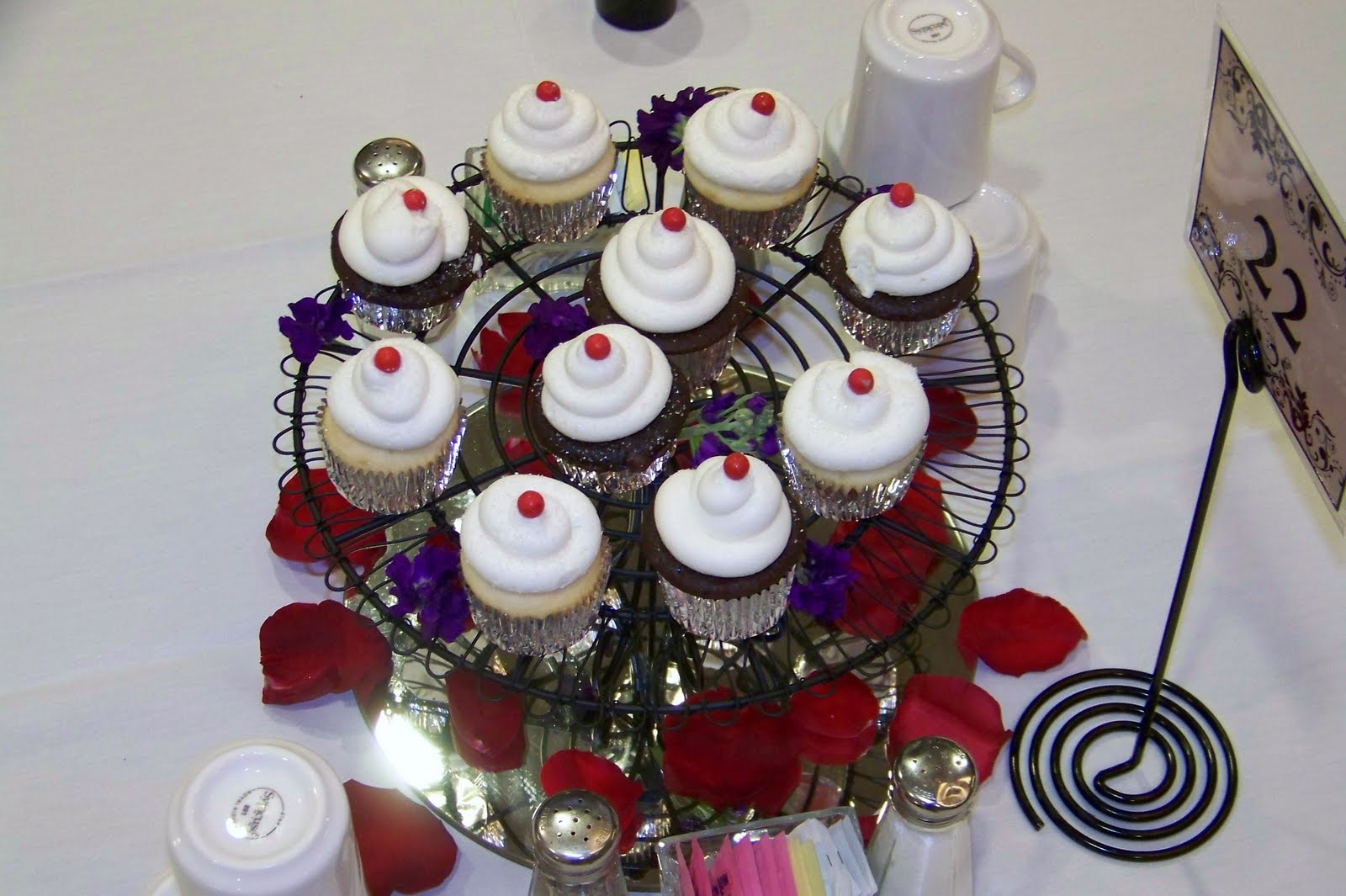 7 UP CUPCAKE CENTERPIECES