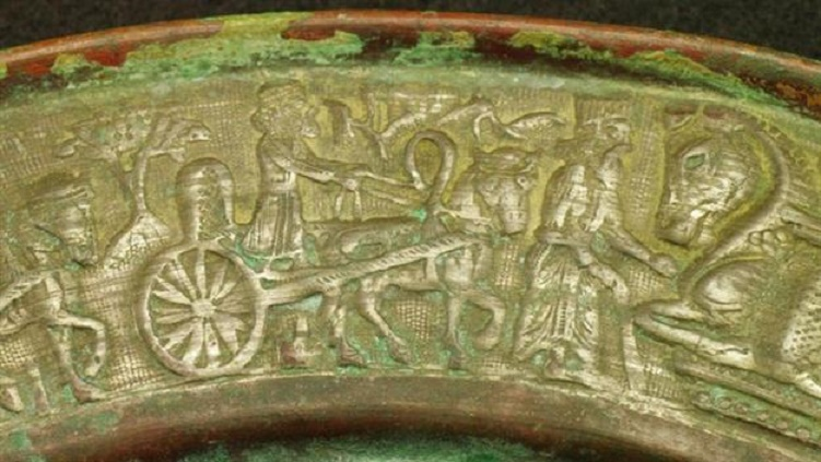 Rare Persian plate seized by Turkish authorities