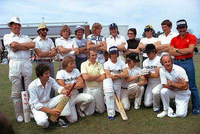 пилоты Формулы-1 играют в крикет перед уикэндом Гран-при Великобритании 1974
