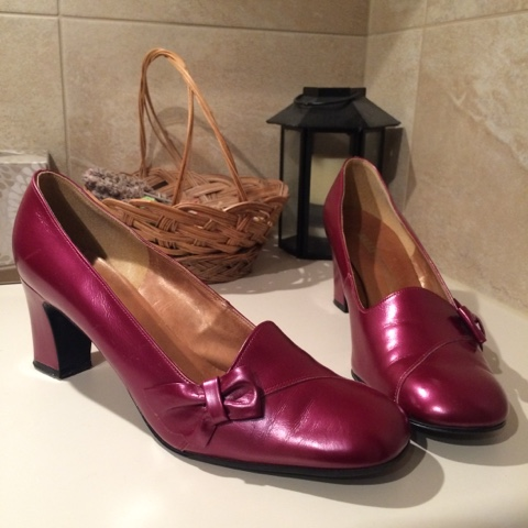 Bally fucshia vintage pumps
