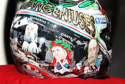 специальный шлем Витантонио Льюцци к Гран-при Италии 2011 в Монце вид справа