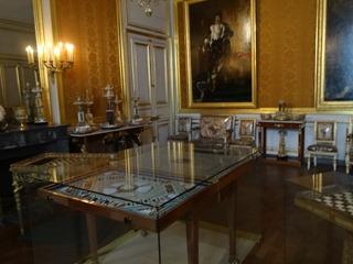 2015.08.08-010 les cadeaux à l'empereur dans le musée Napoléon