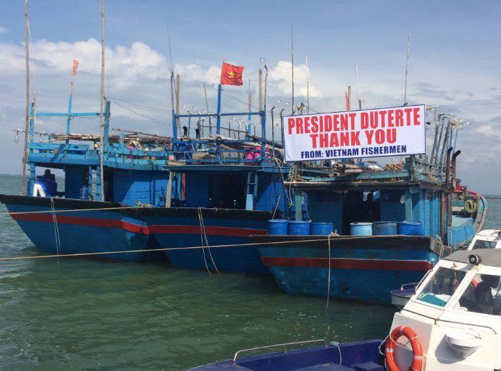 Image of Gayundin, lubos-lubos ang pagpapasalamat ng mga Vietnamese Fishermen na nahuli noon matapos silang payagang makauwi ni President Duterte.