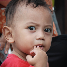 loving you by Adi Mumun'k - Babies & Children Children Candids ( hand, mouth, candid, baby, loving )