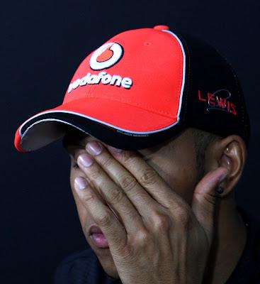 фэйспалм Льюиса Хэмилтона на пресс-конференции в четверг на Гран-при Канады 2011