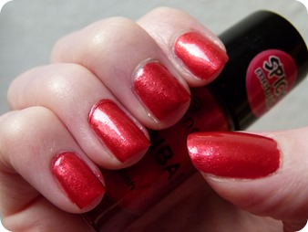 essence arriba spicy metallic red corazon