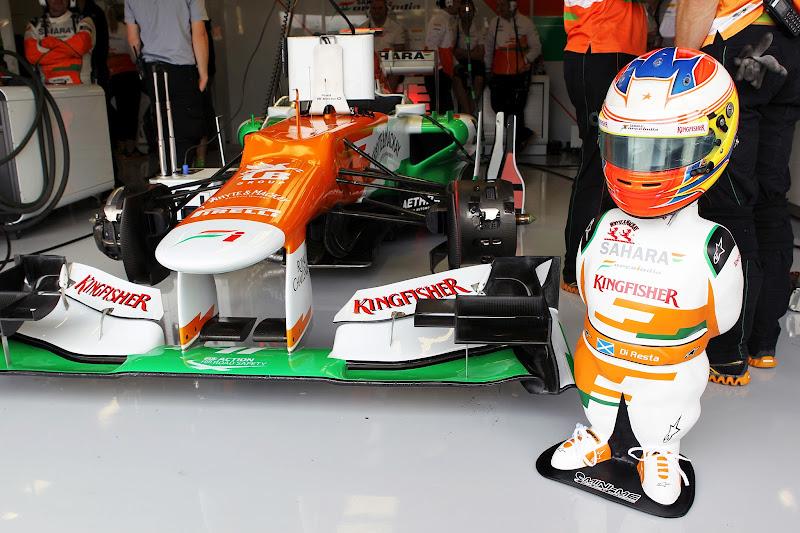 Мини-фигура Пола ди Ресты на Гран-при Великобритании 2012