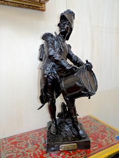 """Антикварная пара подписных скульптур из бронзы """"Солдаты французской армии"""" 19-й век. Высота 60 см."""