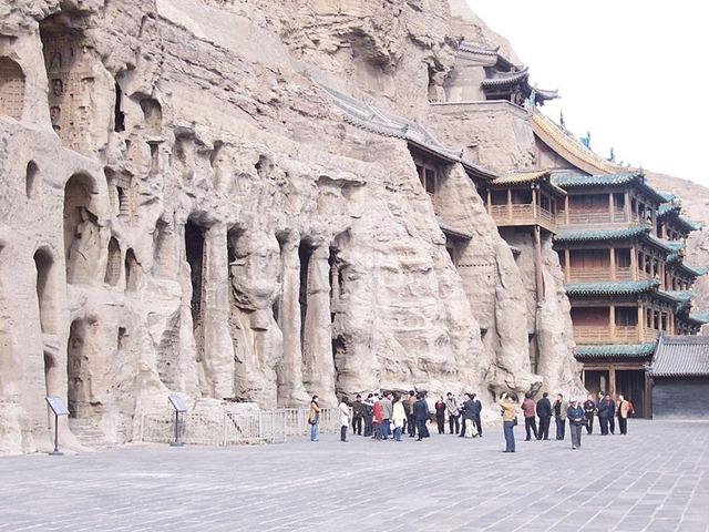 800px-China_-_Yungang_Grottoes_9_(135943264)