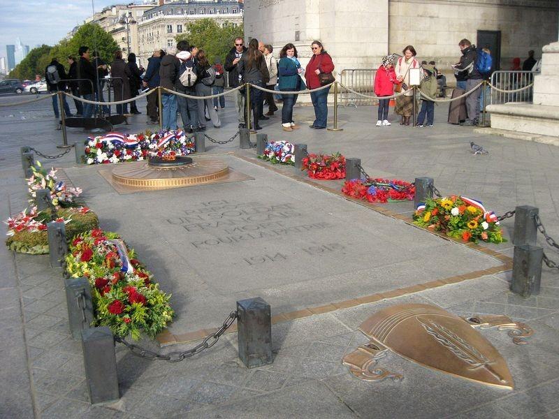 tomb-of-unknown-soldier-paris-1