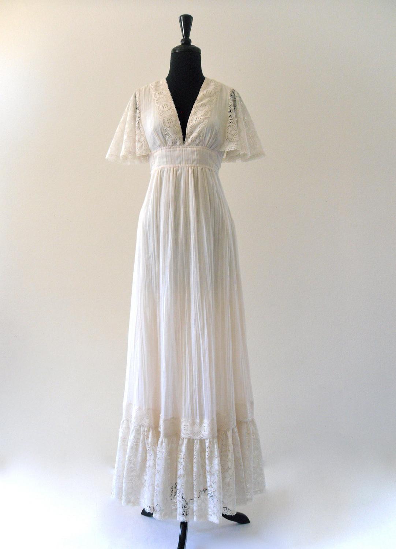 BoHo iVoRy LaCe fLutteR Hippie hippie wedding dress