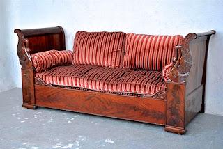 Антикварный диван красного дерева в стиле Ампир. 19-й век. 195/80/92 см. 5500 евро.