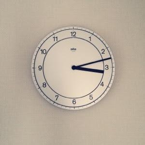 ブラウン掛け時計シンプル