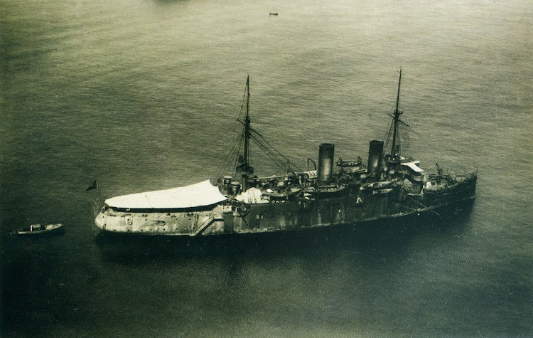El crucero CATALUÑA. Anonima ca. 1923. Reg. 17465. Foto del libro HOMBRES Y BARCOS. LA FOTOGRAFIA DE LA MARINA ESPAÑOLA EN EL MUSEO NAVAL (1850-1935).jpg