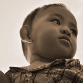 Watching by Mohd Khairil Hisham Mohd Ashaari - Babies & Children Children Candids (  )
