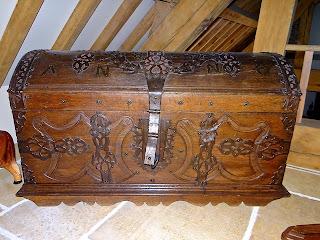 Большой антикварный сундук 1803 г. Дерево, ковка, замок. 3000 евро.