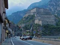 Das Fort Bard bei Pontboset im Aostatal. Weiter nach Ivrea und dem Colle del Nivolet.