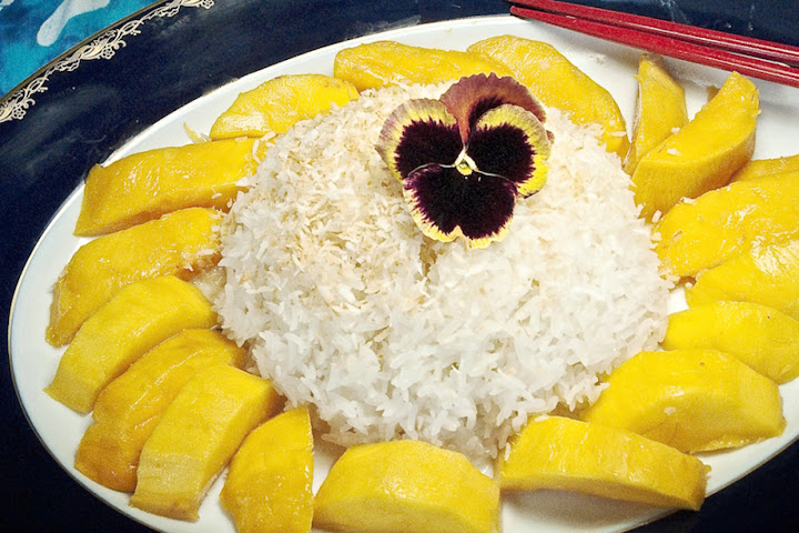 kaki_dess__mangoes-sticky-rice.jpg