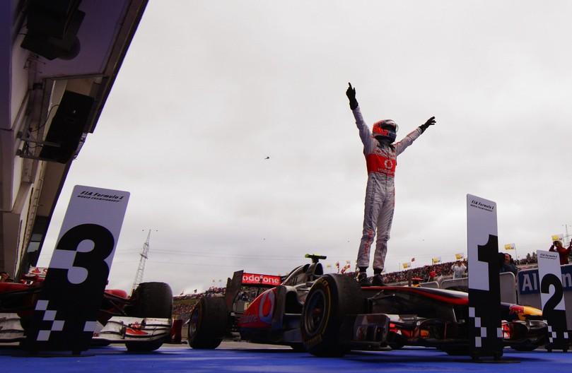 Дженсон Баттон побеждает за McLaren на Гран-при Венгрии 2011