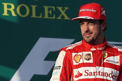 Фернандо Алонсо подмигивает на подиуме Гран-при Австралии 2013