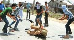 kashmir_beat_policemen_20100712