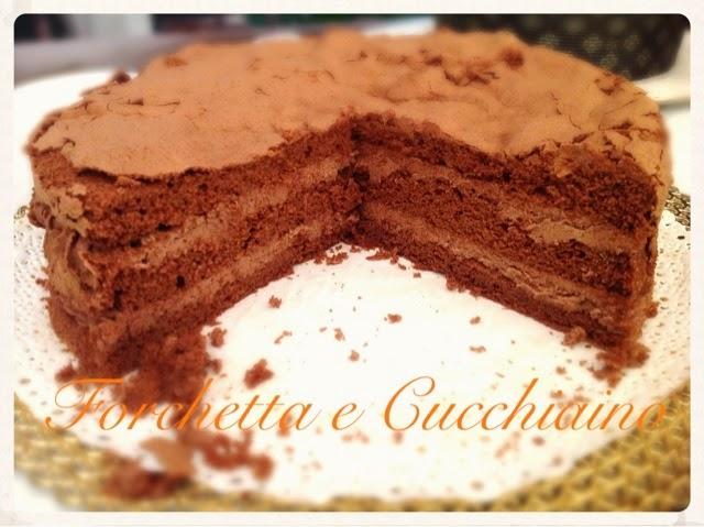Forchetta e Cucchiaino: Torta morbida al cioccolato con soli albumi