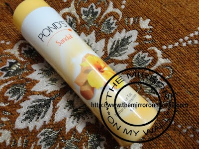 Pond's Sandal Radiance Talc With Natural Sunscreen 1.jpg
