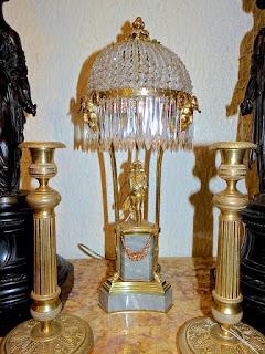 Настольная лампа с изображением Наполеона. ок.1930 г. Бронза, позолота, хрусталь, мрамор. 11/11/49 см. 1800 евро.