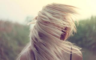 Cheveux blonds et châtain clair, comment raviver votre couleur naturelle?