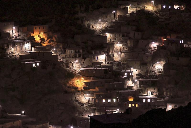Wieś Palangan nocą