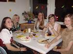 ...und so wurde gefeiert: Diese schönen Damen heißen Gretchen, Nina, Erica, Sarah und Fiona.