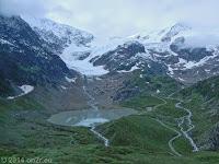 Auf der Westrampe den Sustenpass (2224 m) kurz hinter seiner Scheitelhöhe. Der Steingletscher mit dem Steinsee.