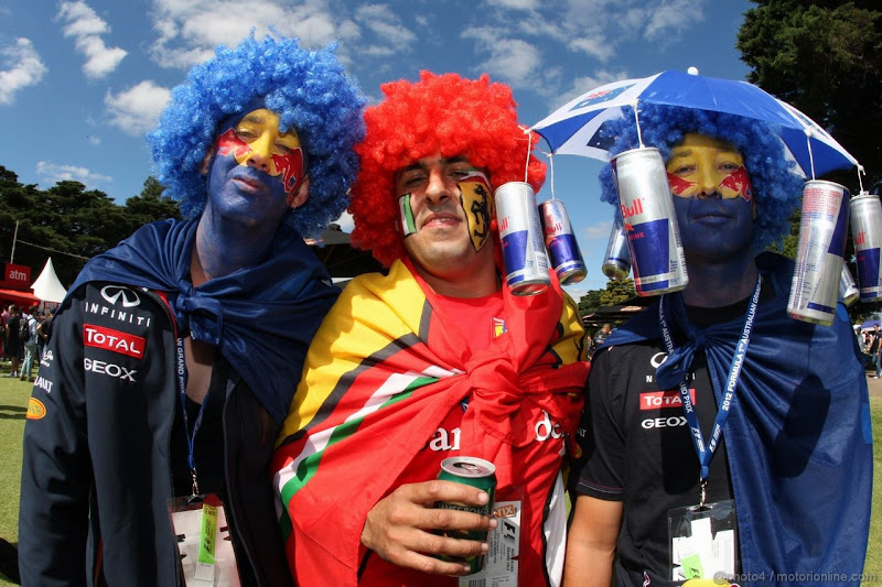 болельщики Red Bull и Ferrari вместе на Гран-при Австралии 2012