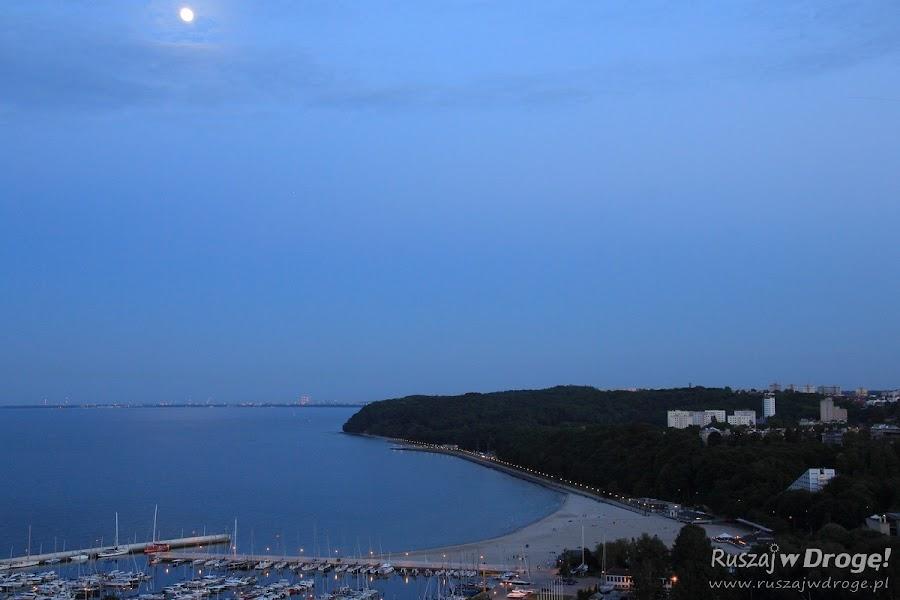 Gdynia Plaża miejsca nocą - widok z Sea Towers