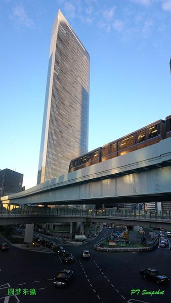 日落、轻快铁、高楼、路中央、蓝天
