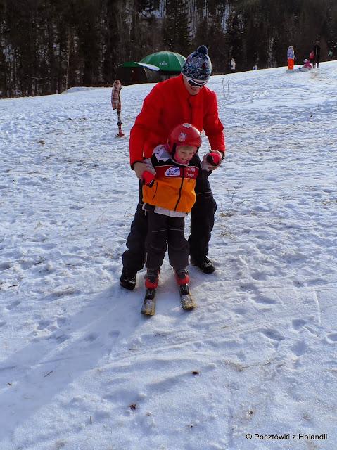 No to uczymy się podchodzić boczkiem, narta za nartą