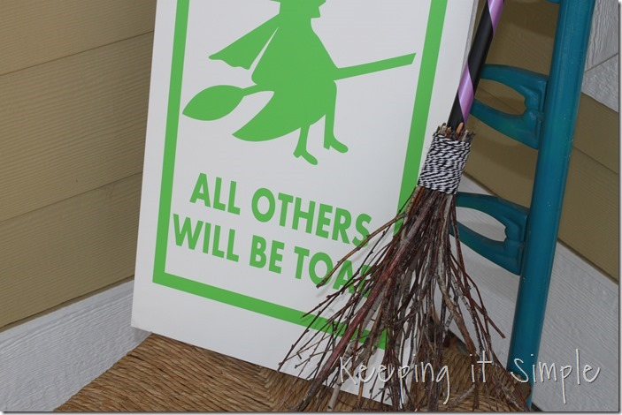 Halloween-decor-Witch-brown-and-witch-parking-sign (8)