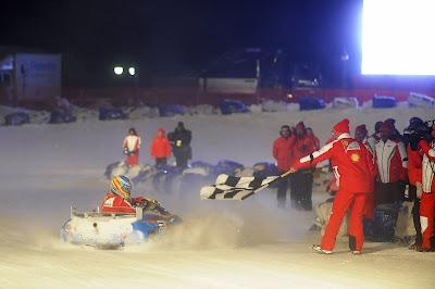 Фернандо Алонсо побеждает на картинговой гонке по льду на Wrooom 2013