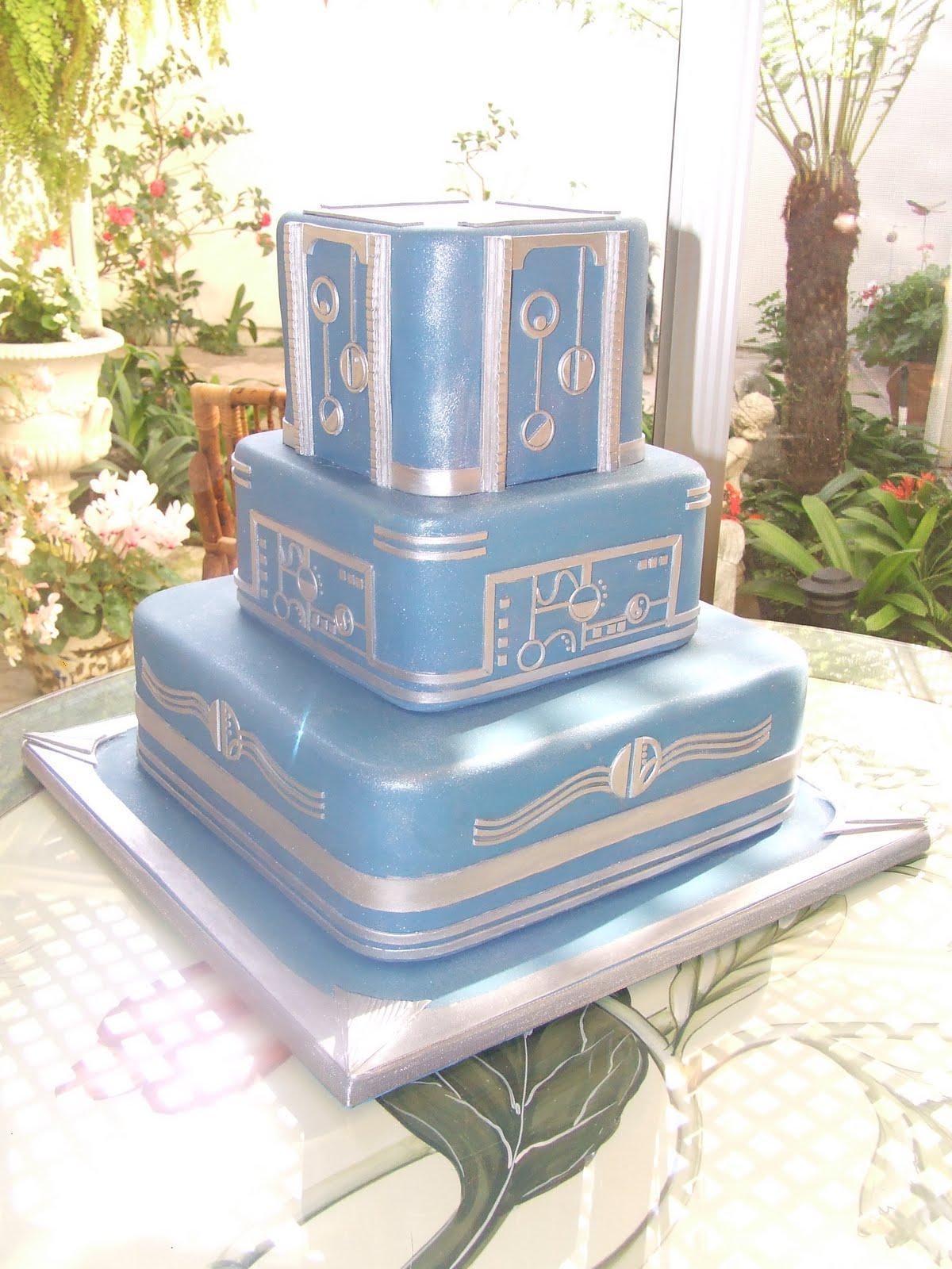 Art Deco-style cake