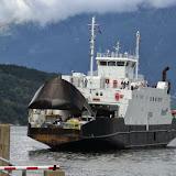 Onze veerboot, waarvan de voorkant open gaat.