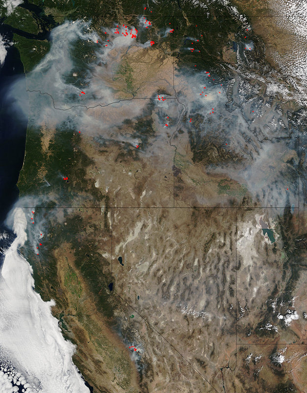Satellite view of smoke from wildfires in the U.S. Northwest, 22 August 2015. Photo: NASA