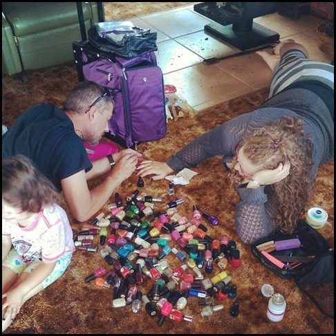 nic paints nails