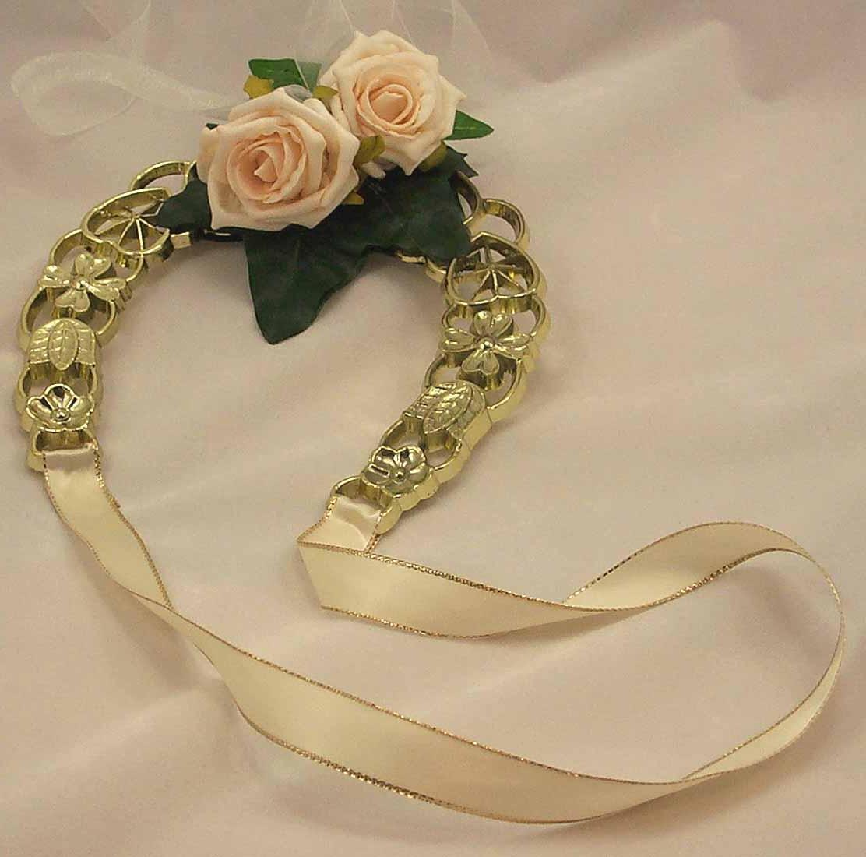 Cream Rose Golden Horseshoe